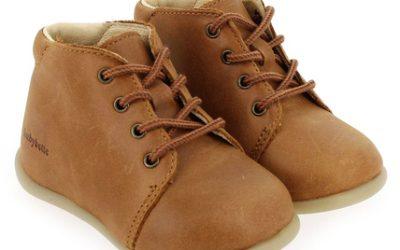 Quelles chaussures choisir pour Bébé qui apprend à marcher ?